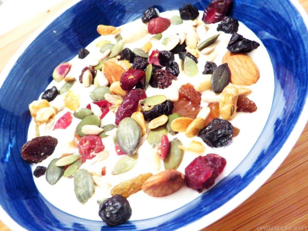 Muesli fruits secs fromage blanc